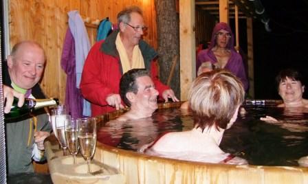 bain finlandais dans une eau à 38° : la détente après la rando raquette