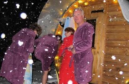 entrée au sauna sous les gros flocons